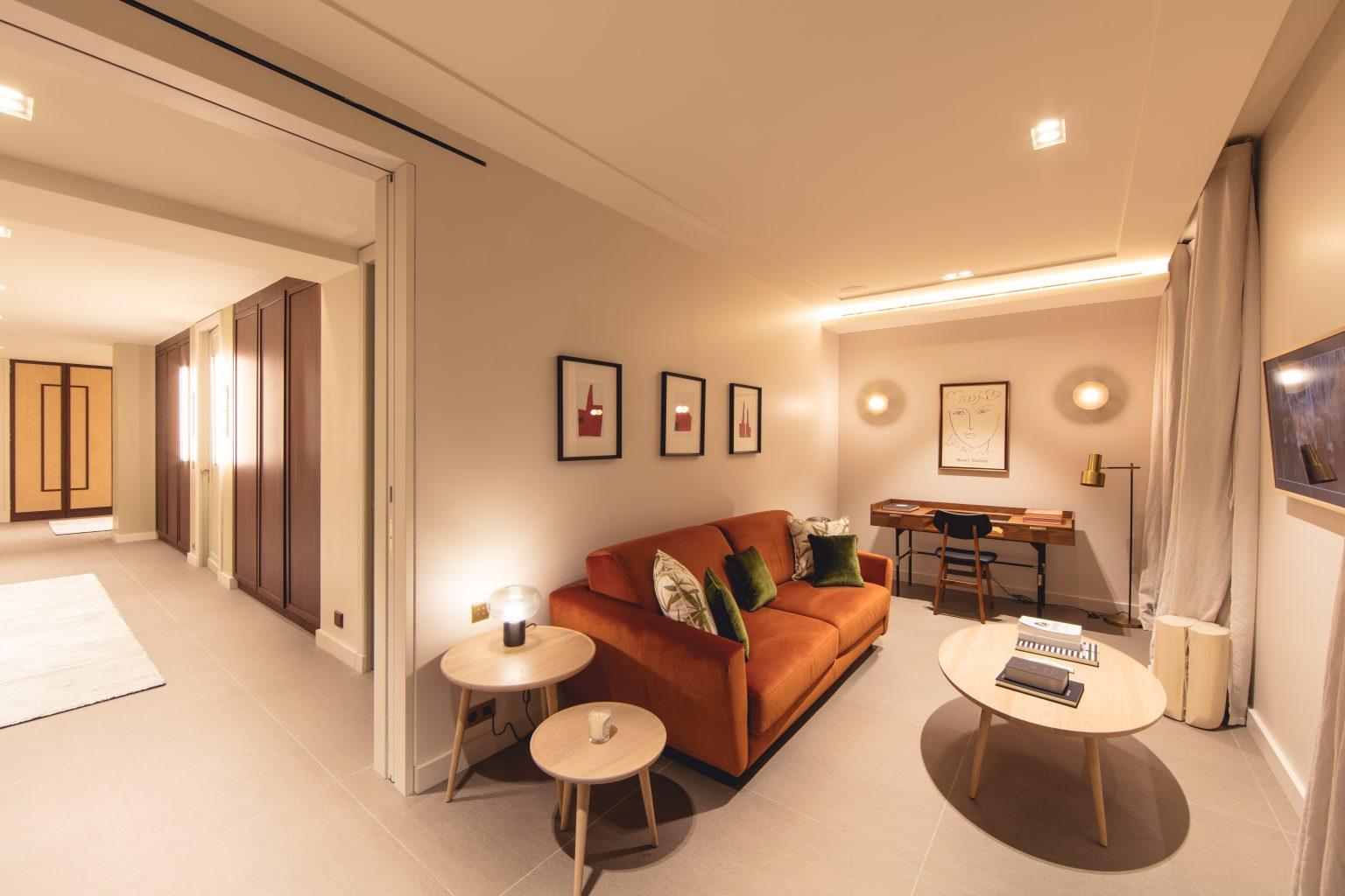 1 suite canapé lit bureau villa cannes