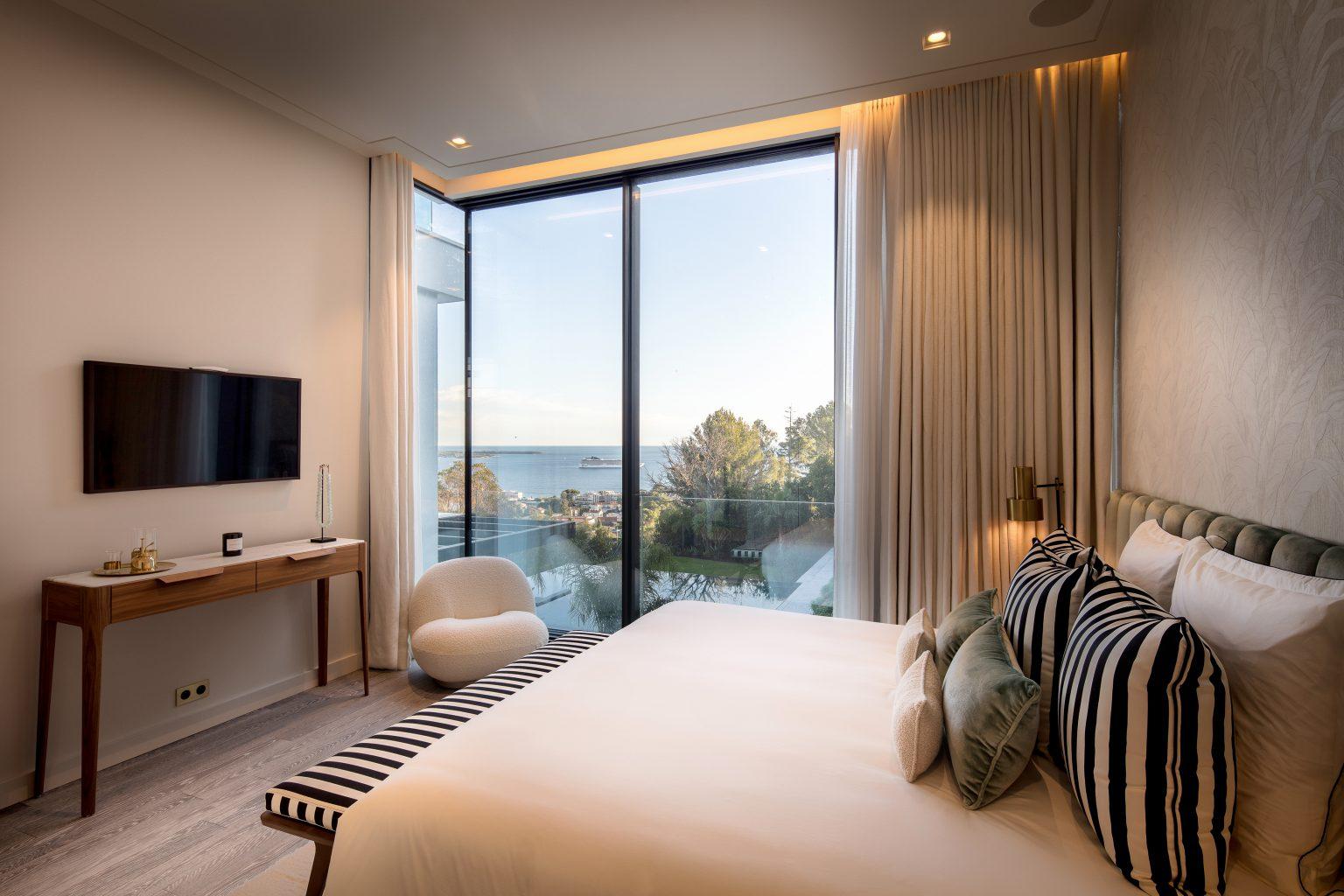 1_chambre king bed luxe villa design