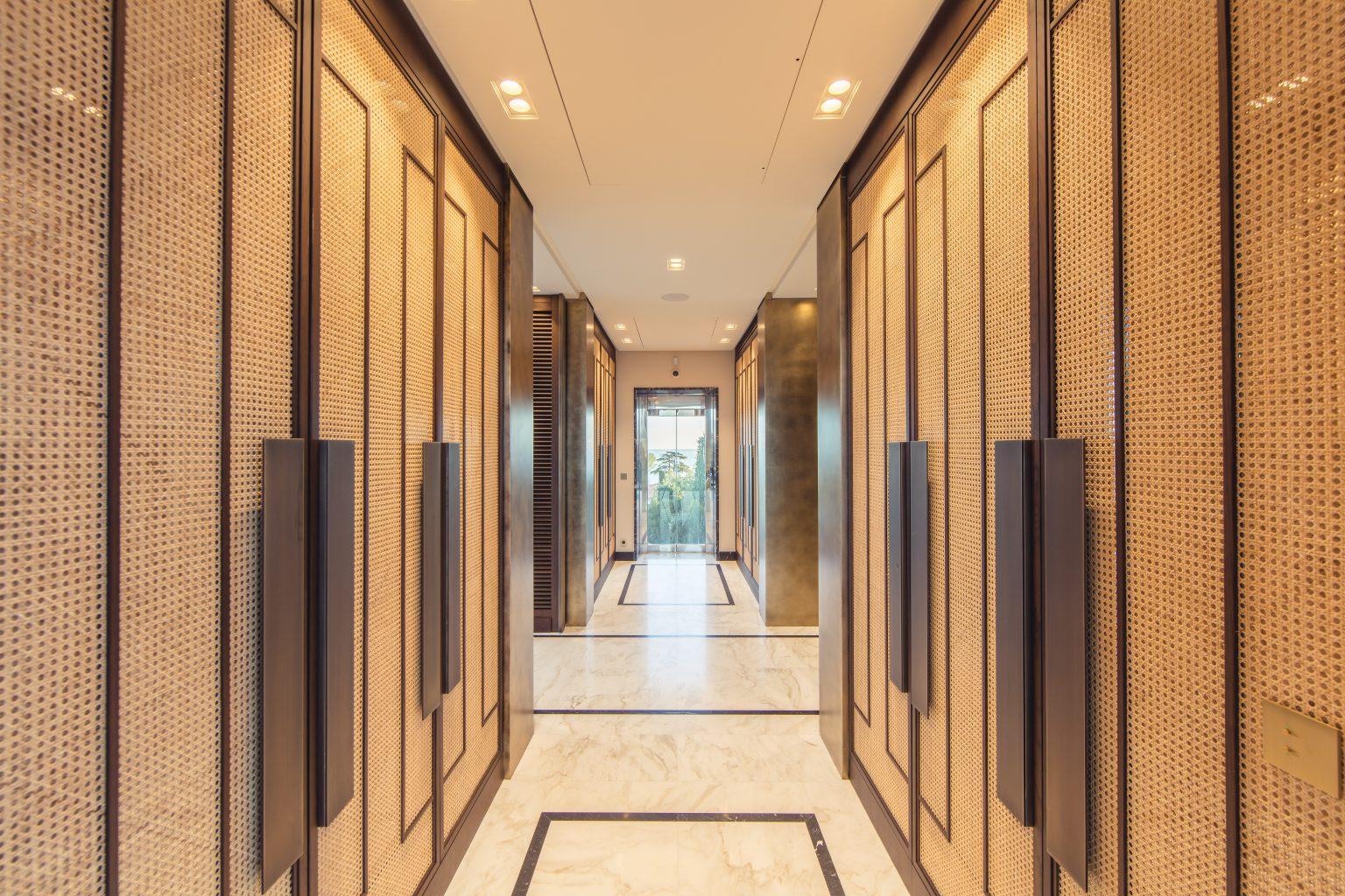 1_villa luxe dressing master bedroom