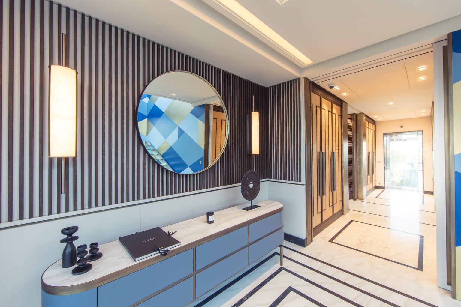 2_luxe villa dressing master bedroom