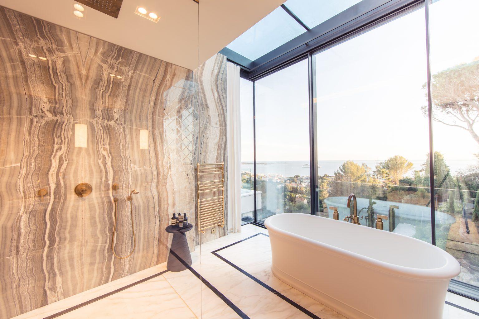 2_villa cannes luxe master bedroom baignoire