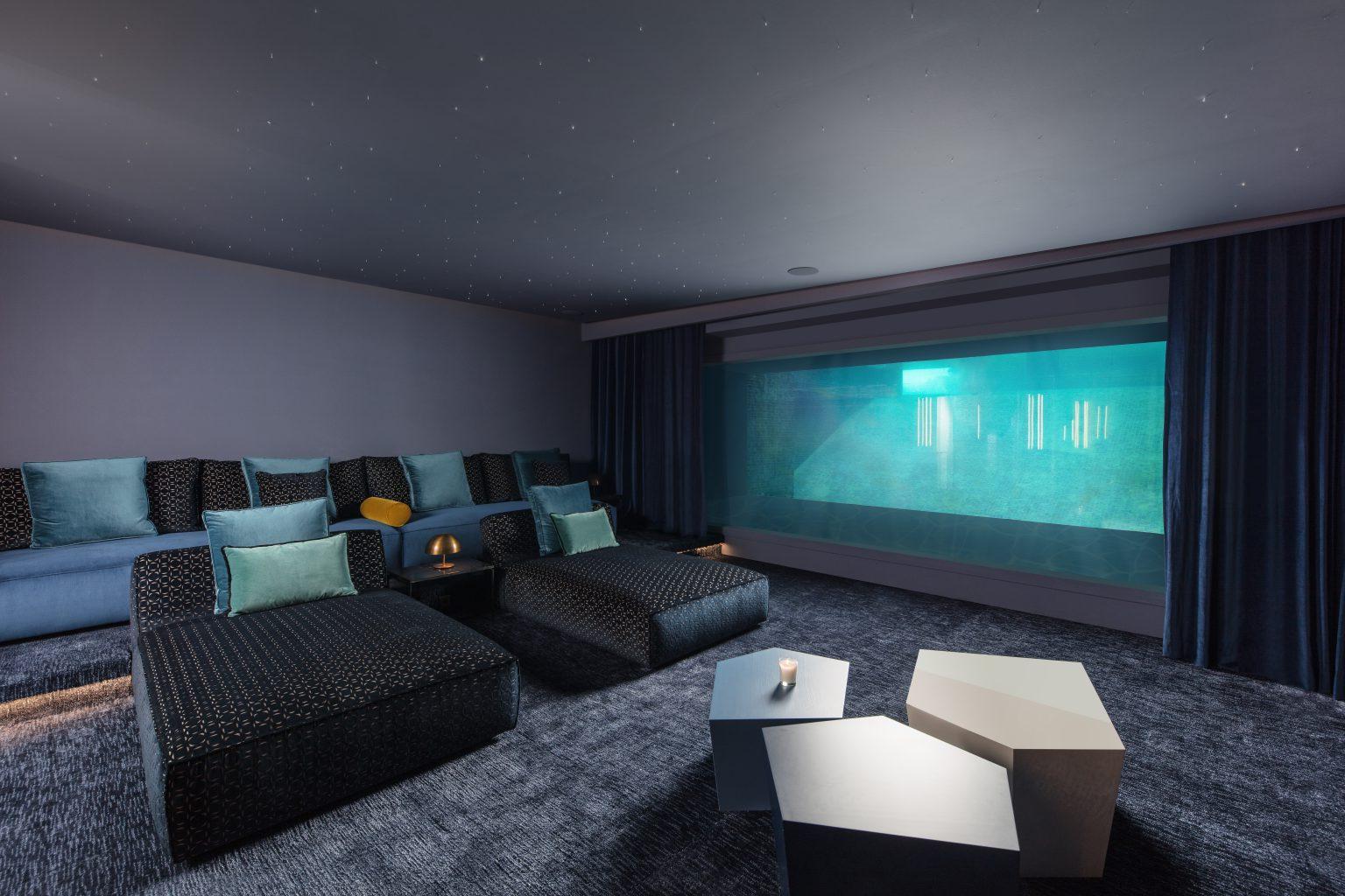 villa piscine cinema aquarium